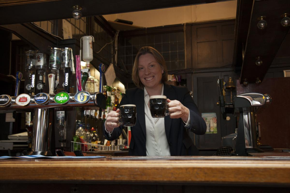 Tracey Crouch replicates photo of Henry Cooper pulling pints